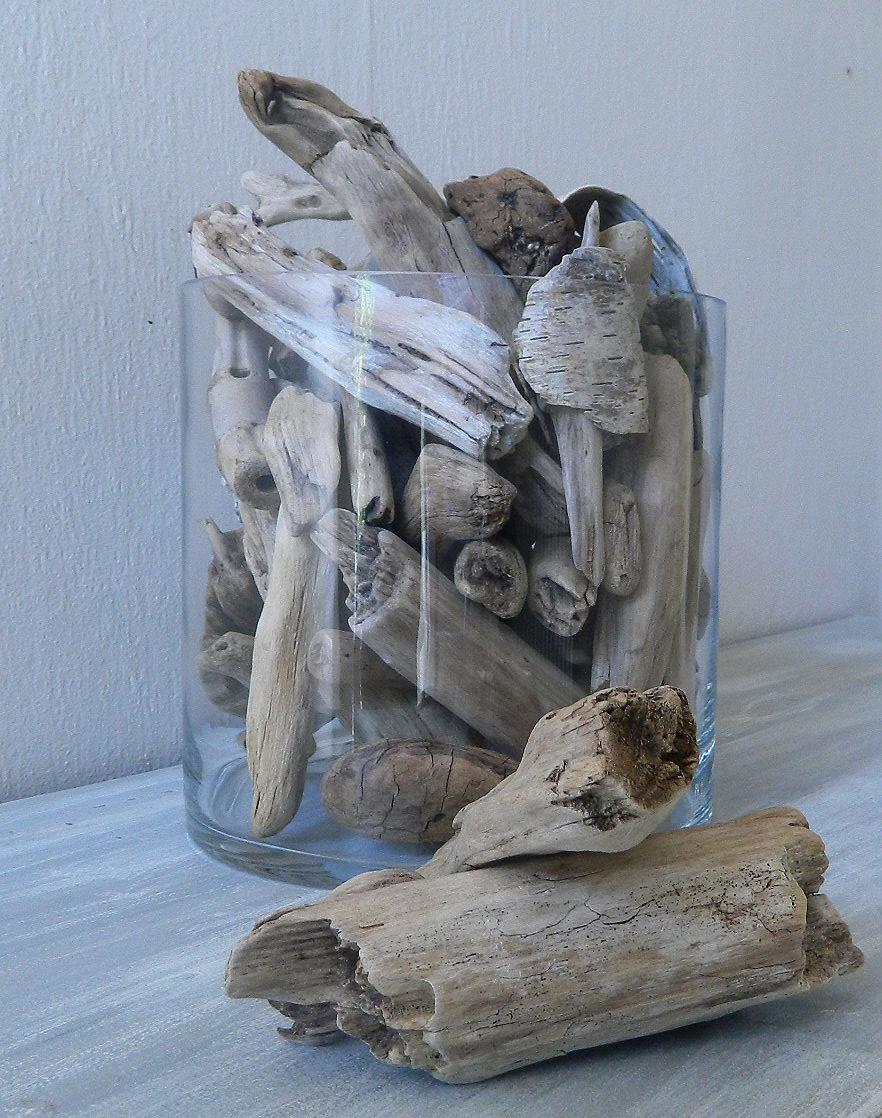Vase rempli de bois flotté - Au fil de l\'eau - Bois flotté