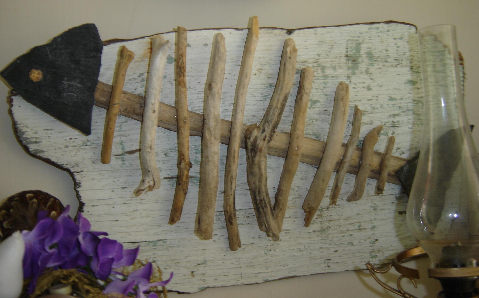3 cr ations ludiques au fil de l 39 eau bois flott for Peinture bois flotte